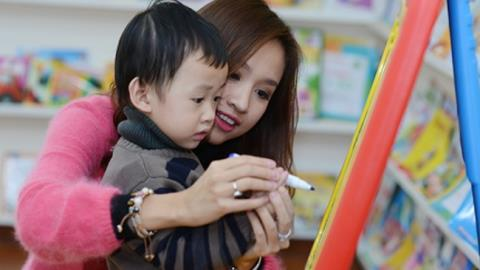 MV Thanh Vân và con trai