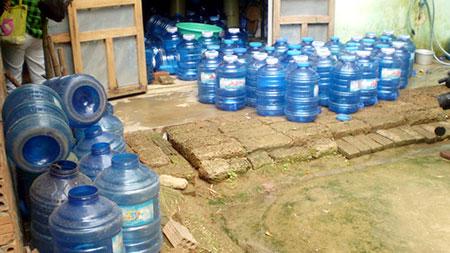 Nước đóng bình giá rẻ: Ung thư ở đây chứ ở đâu! 1