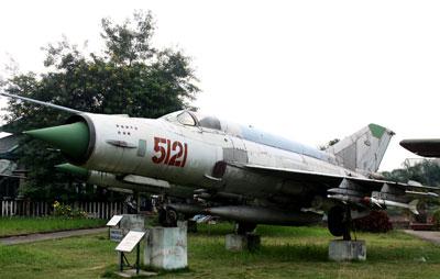 """Trong Chiến dịch """"Hà Nội-Điện Biên Phủ trên không"""", tháng 12-1972, phi công Phạm Tuân đã cùng chiếc MiG-21 số hiệu 5121  xuất kích, tiêu diệt một """"siêu pháo đài bay"""" B-52 cùng toàn bộ kíp """"giặc lái"""" Mỹ."""