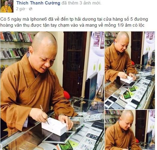 Hình ảnh nhà sư Thích Thanh Cường sử dụng điện thoại siêu sang Vertu được tung lên Facebook