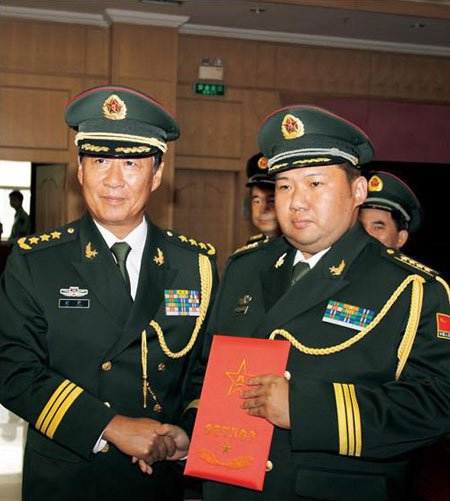 Phải đến năm 2010, ông Lưu Nguyên mới trở thành Chính ủy Tổng cục hậu cần, và tới nay thì tương lai của ông này vẫn còn là câu hỏi đối với giới truyền thông.
