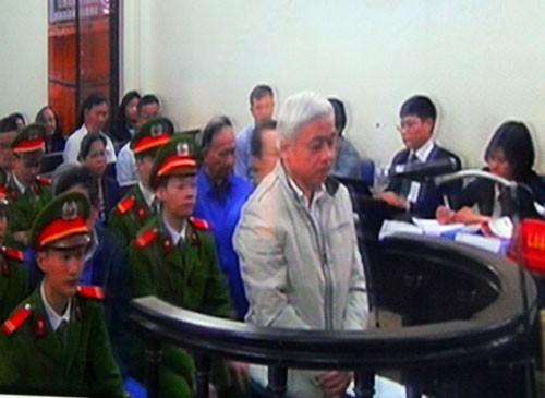 Ngày xét xử thứ 2, bị cáo Nguyễn Đức Kiên vẫn quanh co, chối tội.