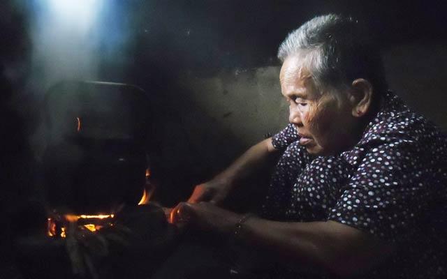 Bà mẹ Trường Sa - Lê Thị Niệm (86 tuổi, mẹ liệt sĩ Phan Tấn Dư, hy sinh tại đảo Gạc Ma ngày 14.3.1988).