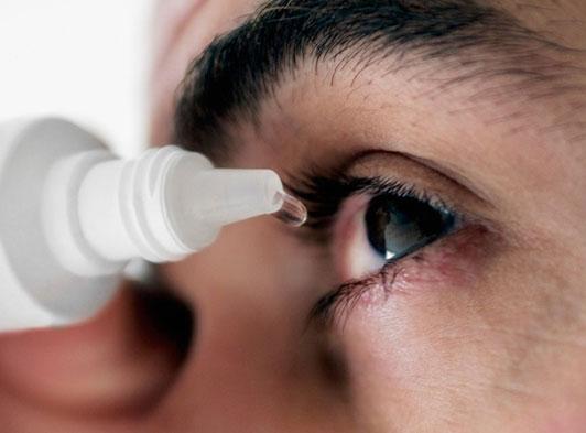 Nhìn nhau có lây bệnh đau mắt đỏ?