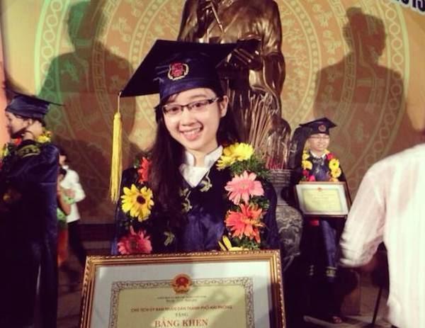 Trà My tại Lễ biểu dương học sinh sinh viên xuất sắc năm 2013.