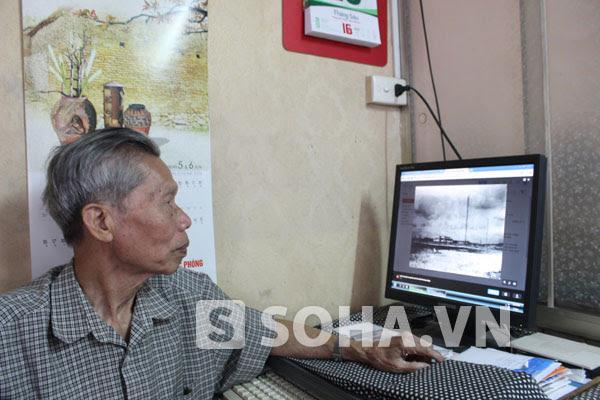 Ông Trần Quân Bảo đang xem lại bức ảnh hòn đảo ở Hoàng Sa mà gia đình ông từng ở trong 2 năm 1938 - 1940 và bức ảnh này cũng chính do bố ông chụp.