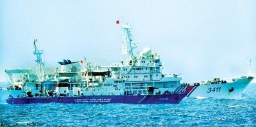 Tàu cảnh sát biển 2016 đang hoạt động chấp pháp trên vùng biển Hoàng Sa của Việt Nam trước sự hung hãn tấn công, chèn ép của tàu Trung Quốc. (Ảnh tư liệu)