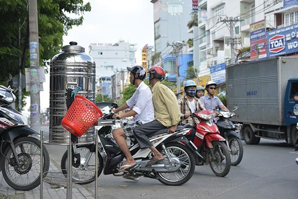 Những tấm biển thông báo ấm áp tình người giữa Sài Gòn hoa lệ 1