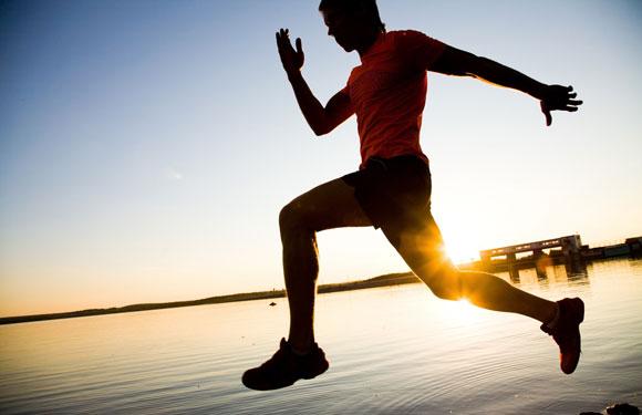 Vận động thể thao và phơi nắng là cách hữu dụng để bạn phòng ung thư.