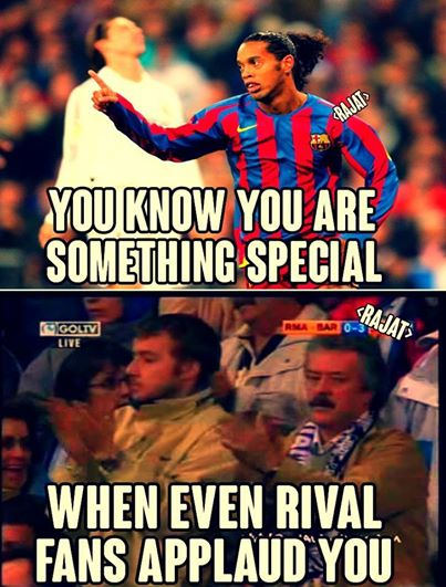 Ronaldinho là huyền thoại khi mà cả fan đối thủ cũng phải vỗ tay khen anh!