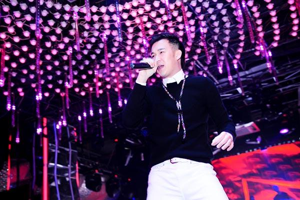 Dương Triệu Vũ cũng có mặt và biểu diễn một vài tiết mục góp vui cho chương trình.