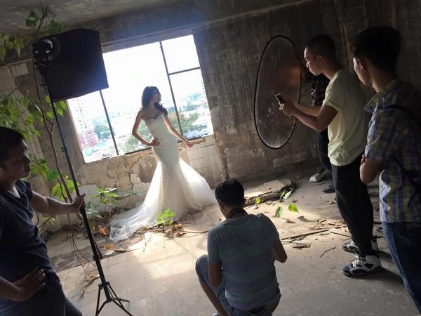 Hé lộ hậu trường chụp ảnh cưới của Công Vinh - Thủy Tiên 10