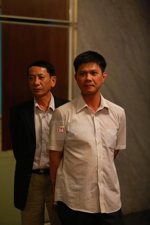 Thủy Tiên liên tục che mặt khi rời khỏi nhà ở Kiên Giang 10