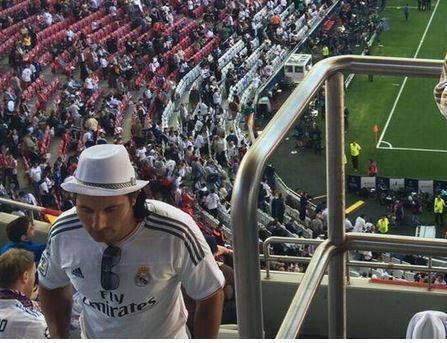 Messi mặc áo Real???