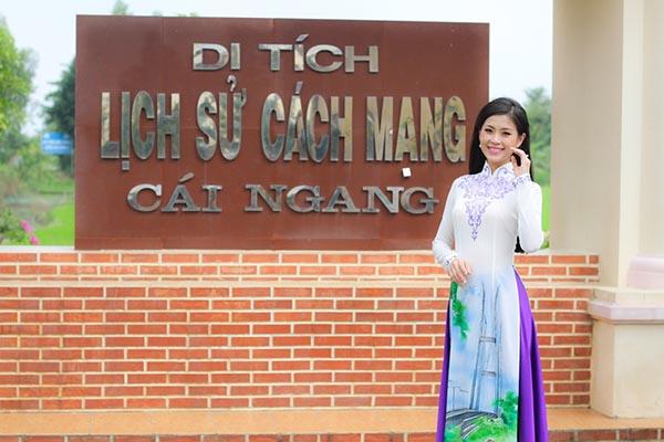 Sau khi trở thành Á hậu Hoa hậu Việt Nam 2014, Diễm Trang dành thời gian về thăm quê ở Vĩnh Long. Trong chuyến đi này, cô tranh thủ ghé thăm khu di tích lịch sử cách mạng Cái Ngang.