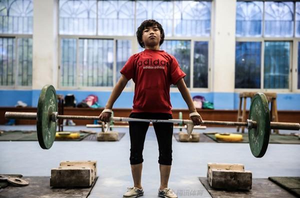 Cận cảnh cuộc sống cơ cực của trẻ em làng cử tạ Trung Quốc 11