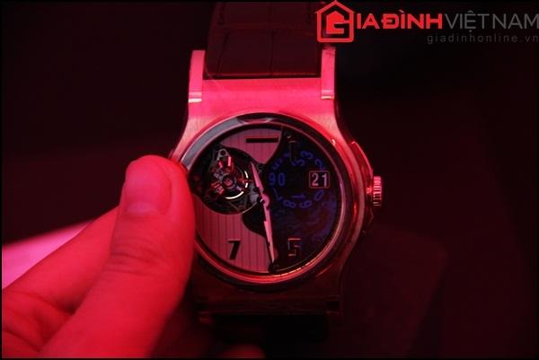 Tourbillon là đỉnh cao trong nghệ thuật/ kỹ thuật chế tạo đồng hồ cơ tinh xảo, những mẫu đồ hồ này khá hiếm hoi tại Việt Nam.
