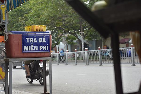 Những tấm biển thông báo ấm áp tình người giữa Sài Gòn hoa lệ 11