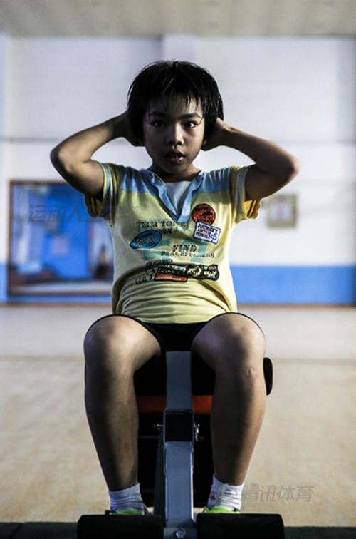 Cận cảnh cuộc sống cơ cực của trẻ em làng cử tạ Trung Quốc 12