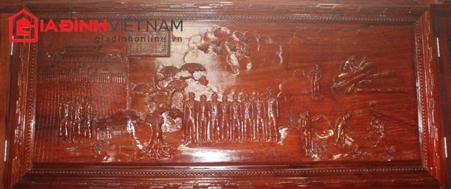 Bức tranh điêu khắc mô tả các thành viên trong gia đình