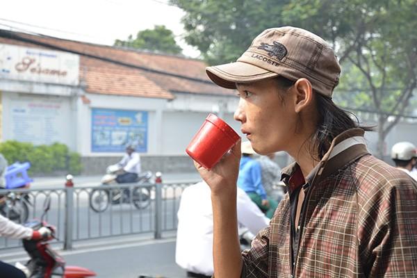 Những tấm biển thông báo ấm áp tình người giữa Sài Gòn hoa lệ 12