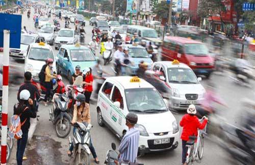 Bộ Tài chính đề nghị Bộ Giao thông vận tải chỉ đạo việc kiểm tra giá cước vận tải, yêu cầu doanh nghiệp tính toán lại giá thành và điều chỉnh theo giá nhiên liệu đã giảm.
