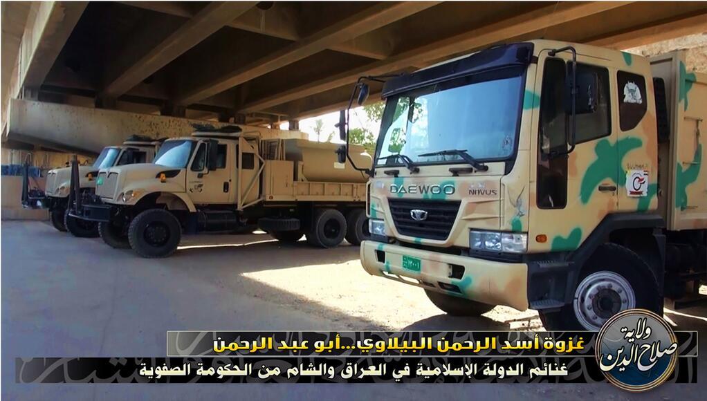 Xe cơ giới của quân đội Iraq bị bỏ lại