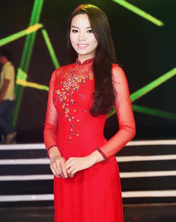 Vừa qua, Hoa hậu Việt Nam 2014 Nguyễn Cao Kỳ Duyên được mời tham gia ghi hình chương trình Hương Tết Việt 2015 cùng với 120 nghệ sĩ tên tuổi.