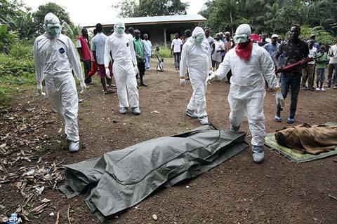 Thêm những hình ảnh chấn động từ tâm đại dịch Ebola 12