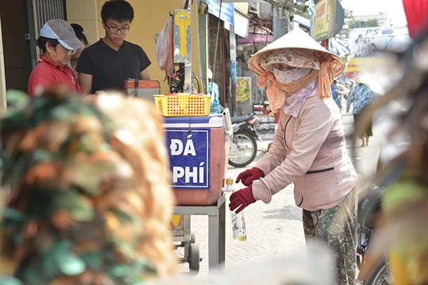 Những tấm biển thông báo ấm áp tình người giữa Sài Gòn hoa lệ 13