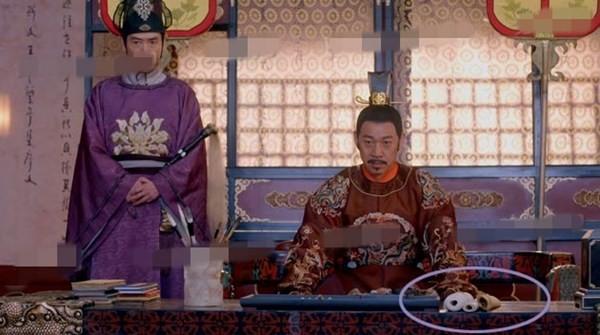 Những quyển sách trên bàn của hoàng đế Lý Thế Dân (Trương Phong Nghị)...