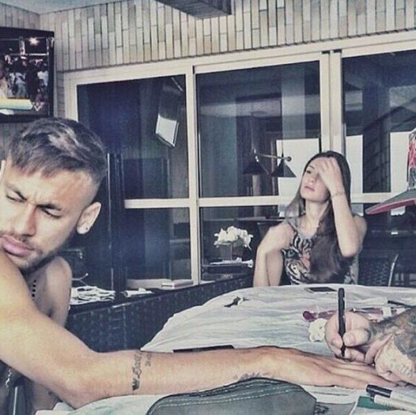 Mỹ nhân này thời gian quan liên tục gặp gỡ với Neymar trong các chuyến ăn chơi của tiền đạo Barca