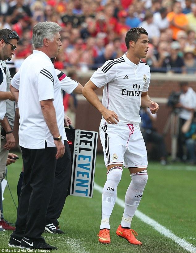 Ronaldo vào sân.