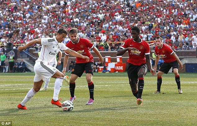 Ronaldo bất lực trước vòng vây của Man United