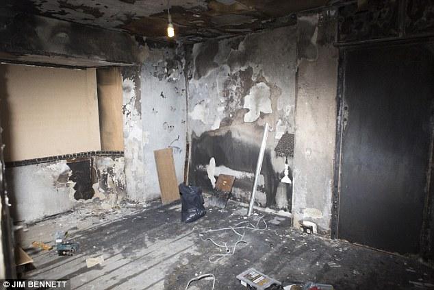 Căn phòng cháy rụi khi nến cháy và bóng đèn phát nổ