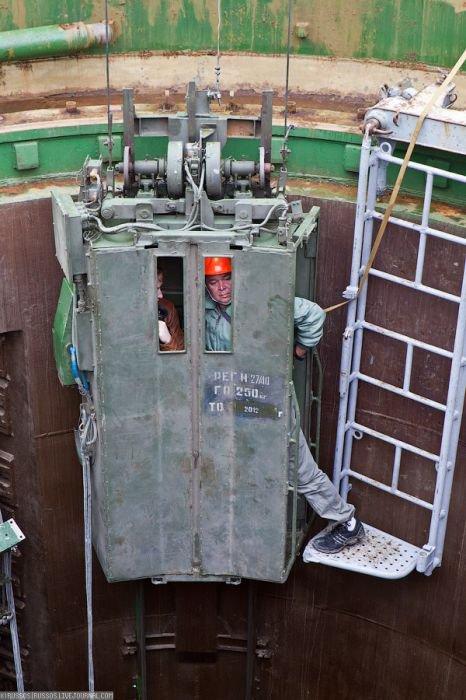 Thang máy trong hầm phóng.