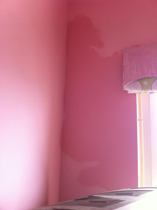 Đường nước ngầm trong tường có vấnđề gây rò rỉ thấm ra tường nhiều căn hộ