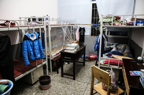 Cận cảnh cuộc sống cơ cực của trẻ em làng cử tạ Trung Quốc 15