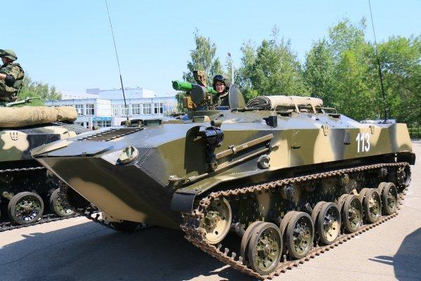 Phiên bản BTR-D trang bị tên lửa chống tăng Konkurs.