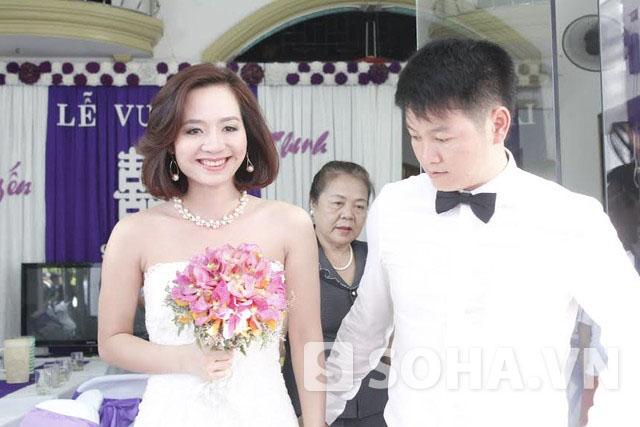 Cô dâu - chú rể hạnh phúc bên nhau