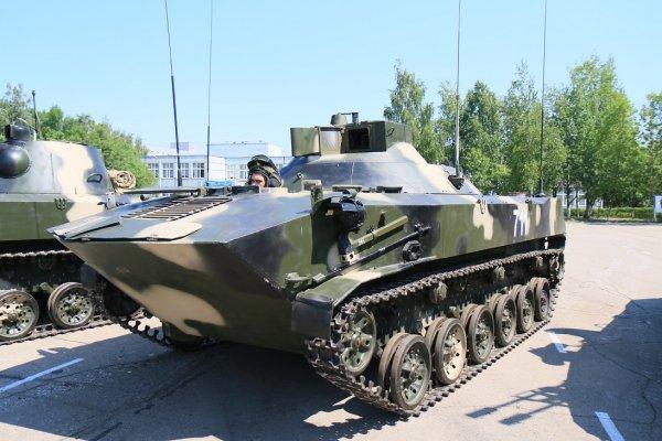 Ngoài ra còn có biến thể BTR-D chuyên cho nhiệm vụ trinh sát và kiểm soát hỏa lực pháo binh, biến thể này được sử dụng kết hợp với pháo tự hành Nona-S.
