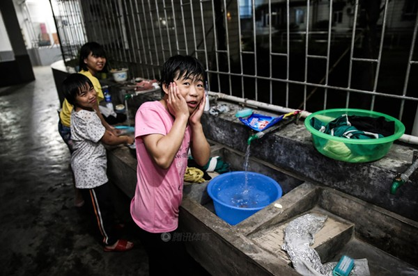 Cận cảnh cuộc sống cơ cực của trẻ em làng cử tạ Trung Quốc 18