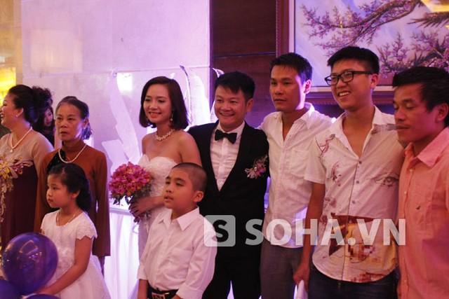 Thanh Hằng trong ngày cưới Văn Quyến, rất tươi tắn và xinh đẹp