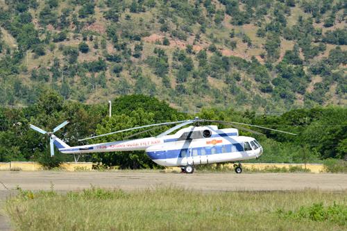 Máy bay trực thăng trực sẵn sàng làm nhiệm vụ.