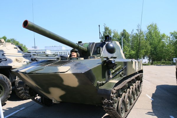 Pháo tự hành Nona-S cỡ nòng 120mm với tầm bắn 8,8km.