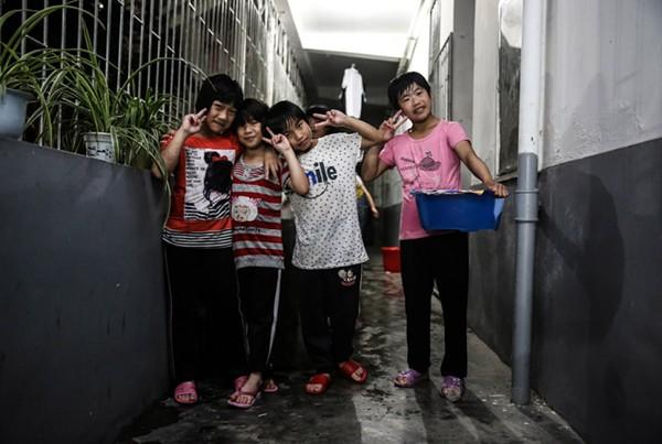 Cận cảnh cuộc sống cơ cực của trẻ em làng cử tạ Trung Quốc 19