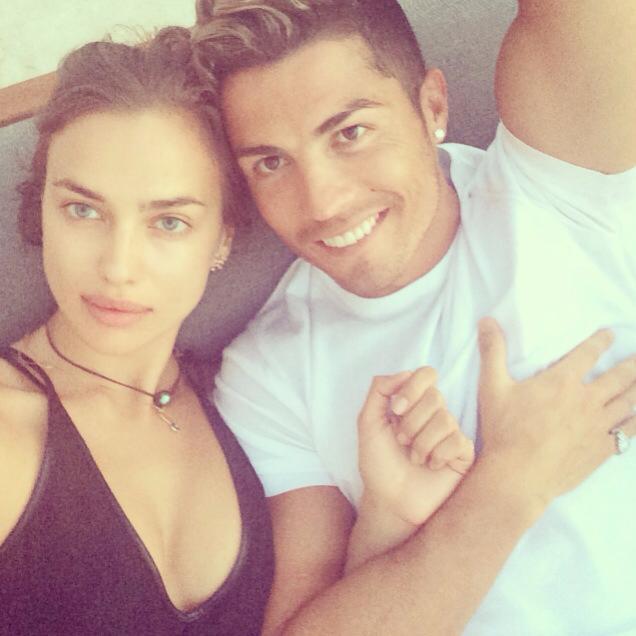 Cris Ronaldo hạnh phúc bên cô bồ nóng bỏng