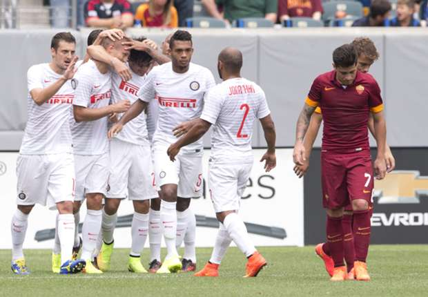 Vidic lập công giúp Inter thắng Roma 2-0