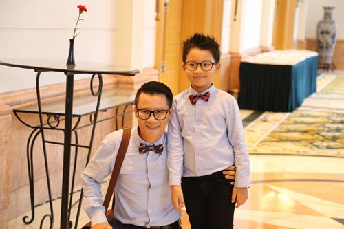 Hoàng Bách và con trai.