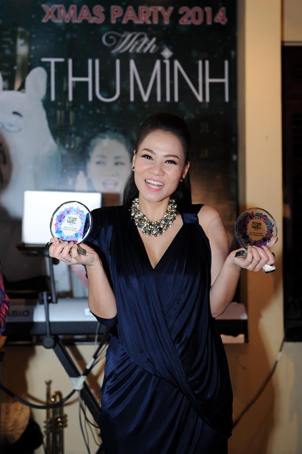 Đặc biệt, đại diện của giải thưởng LGBT Tôn Vinh 2014 cũng có mặt để trao giải Ngôi sao của năm và Bài hát của năm (ca khúc Cứ Thế Mà Đi) cho Thu Minh do cộng đồng LGBT lớn nhất Việt Nam bình chọn. Thu Minh được coi là nghệ sĩ đi đầu trong việc lên tiếng bảo vệ quyền lợi của cộng đồng LGBT những năm gần đây.